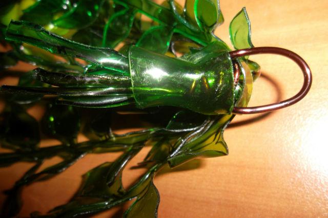 вьющийся цветок из пластиковой бутылки, мастер класс,вьющиеся цветы, пошаговое фото, мк, цветы из пластиковых бутылок, украшение приусадебного участка, декор дачного участка, своими руками, поделки из отходных материалов