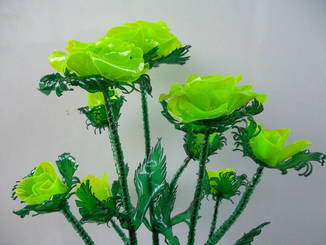 роза из пластиковой бутылки,мастер класс,мк,пошаговое фото,цветы из пластиковых бутылок,декор приусадебного участка,для дачи.поделки из отходных материалов,розы из пластика,идеи для дома