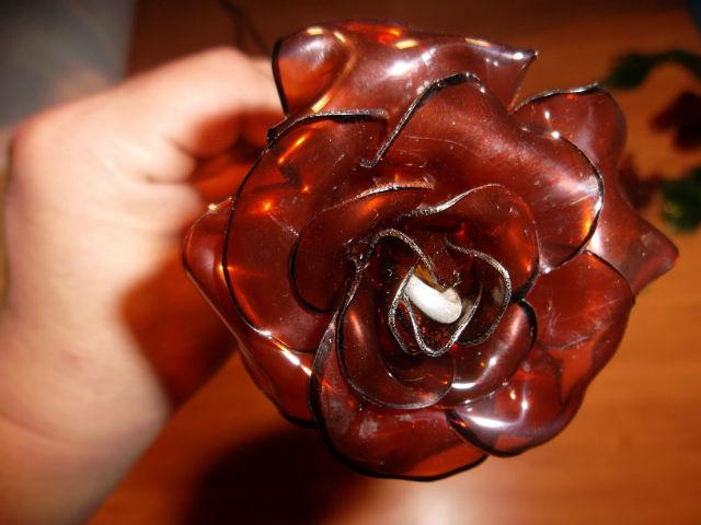 Розы из пластиковых бутылок пошагово