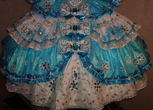 Можно подъюбник пришивать на основу корсета оборками к платью. В этом случае, шьем подкладку на платье.