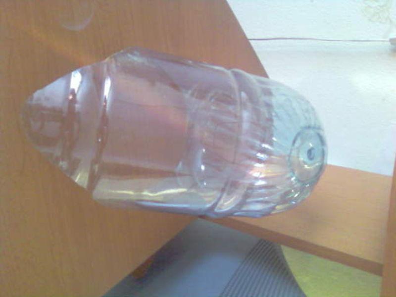 Дятел из пластиковой бутылки