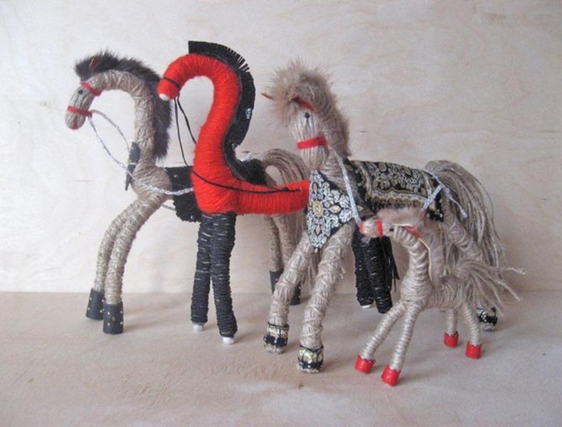 Лошадь своими руками на новый год фото