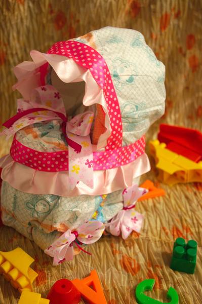 коляска из памперсов, подарки из памперсов, мастер класс, мк, коляска из подгузников, торт из подгузников, подарок своими руками, новорожденный, малыши, пошаговое фото, оригинальные подарки малышам, молодая мама