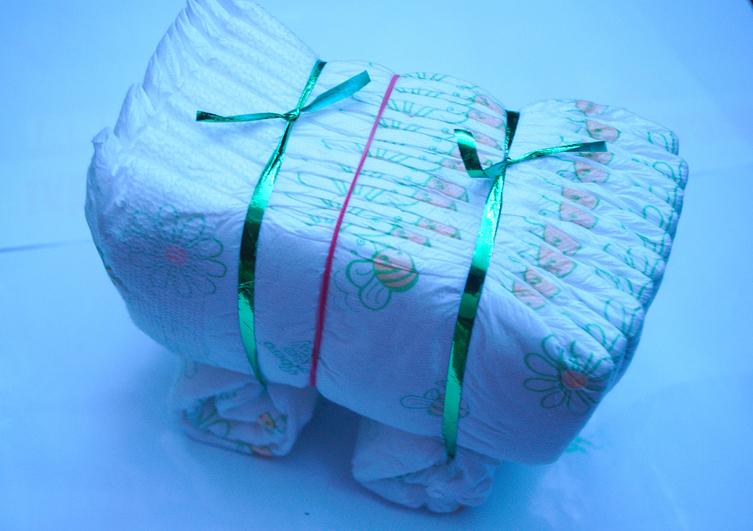 коляска из памперсов,подарки из памперсов, мастер класс,мк,коляска из подгузников,торт из подгузников, подарок своими руками,новорожденный,малыши,пошаговое фото,оригинальные подарки малышам,молодая мама