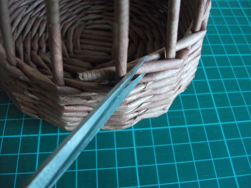 Плетение корзинок из газет с пошаговым
