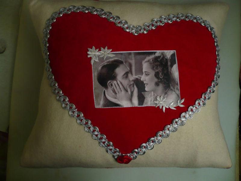 подушки,своими руками,сердечные подушки,День Святого Валентина,14 февраля,день всех влюбленных,подарки,сердце,как шить,фото на подушке