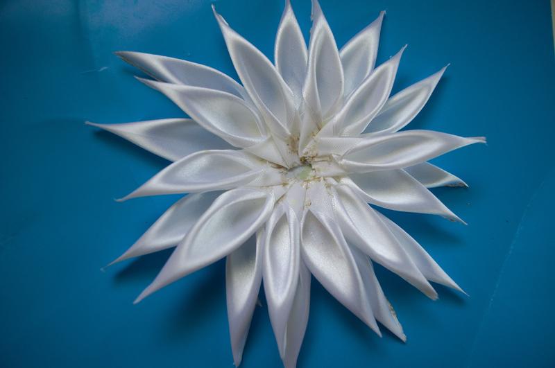 Мк цветы из атласных лент своими руками