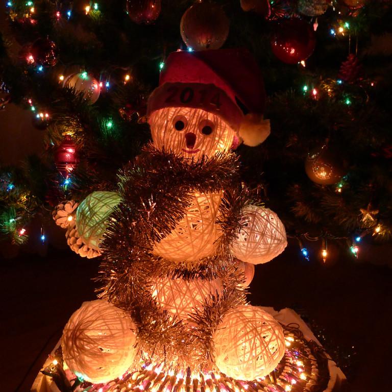 новогодние детские поделки.елочные украшения своими руками, украшения на елку, новогодние поделки из природных материалов, детские поделки, Новый год, праздники, елочные украшения из природных материалов, идеи к Новому году, новогодний декор, поделки из орехов, поделки из шишек, поделки из ватных дисков